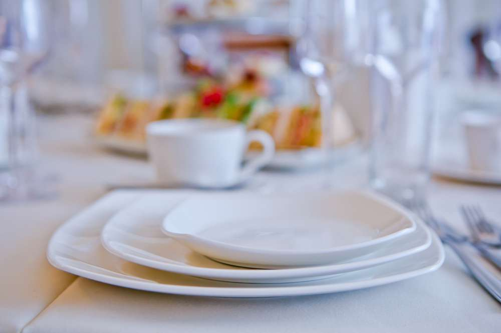 white-square-crockery-to-hire (1)-1000