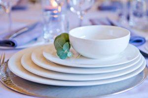 white-round-crockery-to-hire (3)-1000