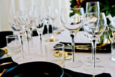 black-teardrop-glassware-to-hire (12)