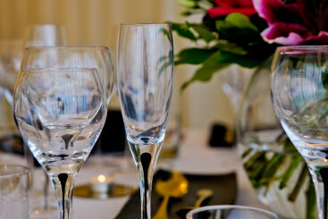 black-teardrop-glassware-to-hire (3)