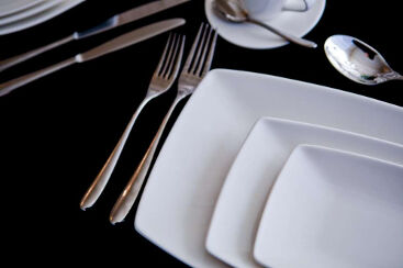 white-rectangle-crockery-to-hire (10)-1000