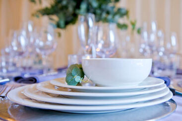 white-round-crockery-to-hire (1)-1000