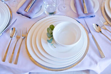 white-round-crockery-to-hire (6)-1000