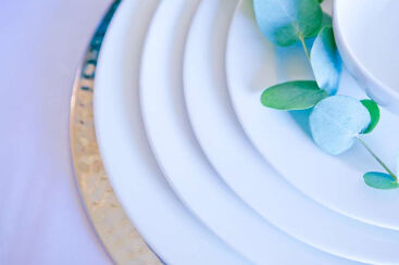 white-round-crockery-to-hire (8)-1000